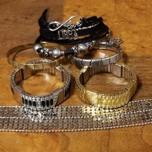 BUNDLE OF COSTUME JEWELRY